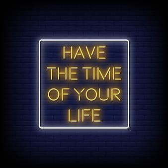 Tenha o tempo da sua vida sinais de néon estilo texto