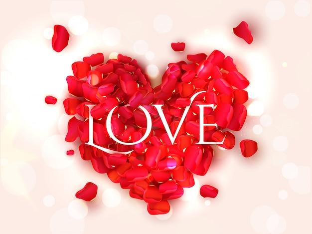 Texto de amor em forma de coração feita por pétalas de rosa vermelhas com efeito bokeh.