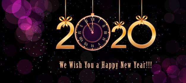 Texto de feliz ano novo de 2020 com números dourados de suspensão, laços de fita, relógio vintage em abstrato roxo