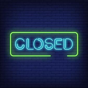 Texto de néon fechado no quadro