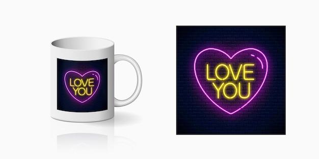 Texto de néon te amo em forma de coração para design de copo.