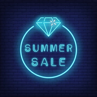 Texto de venda verão neon e diamante em círculo. oferta sazonal ou anúncio de venda