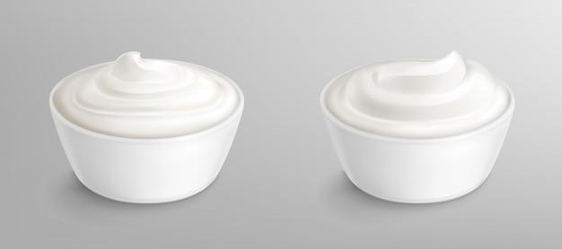Tigela com molho, creme. maionese ou iogurte