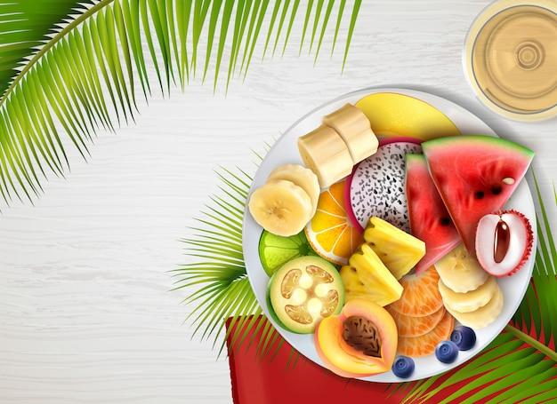 Tigela de salada de frutas realista com folhas