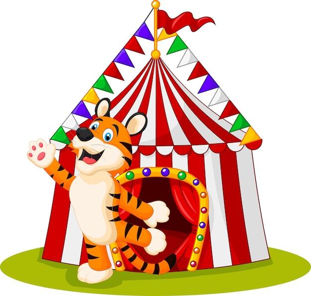 Tigre acenando a mão e tenda de circo no fundo branco Vetor Premium