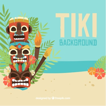 Tiki totem na praia com tochas