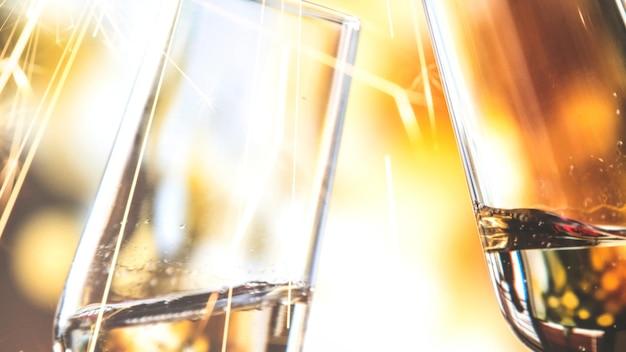 Tinindo taças de champanhe fundo vector celebração banner papel de parede