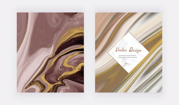 Tinta líquida com capas de glitter dourados para convites