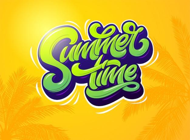 Tipografia de horário de verão em fundo laranja com plantas de palma. ilustração. . tipografia moderna para etiqueta, banner, cartaz, brochura, folheto, cartão. letras.