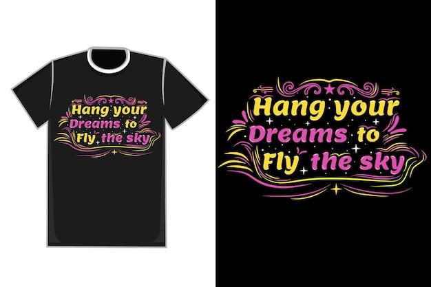 Título da camiseta pendure seus sonhos de voar no céu cor rosa e amarelo