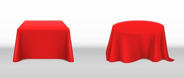 Toalha de mesa vermelha realista de vetor nas mesas