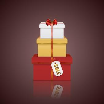 Torre de pilha colorida de caixas de presente com fita vermelha, laço e etiqueta