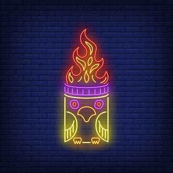 Totem com sinal de néon de chama de pássaro e fogo