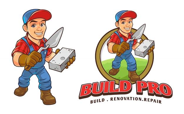 Trabalhador da construção civil dos desenhos animados segurando o logotipo da mascote de caráter de tijolo e raspador