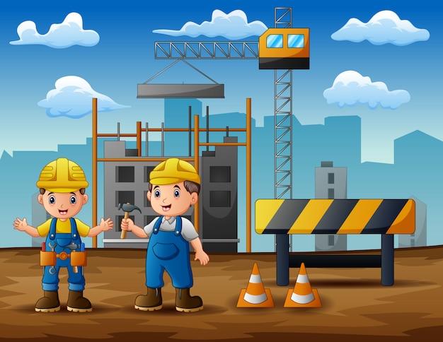 Trabalhador da construção civil no fundo do canteiro de obras