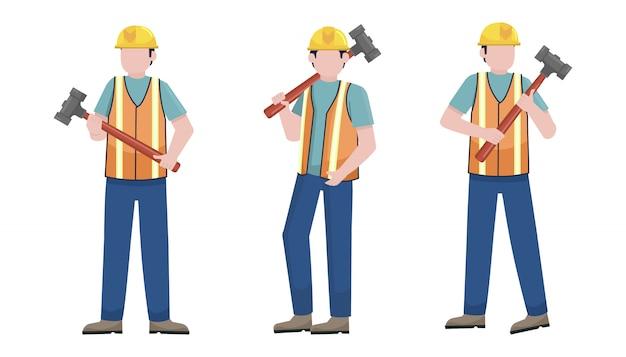 Trabalhador da construção civil segurando um conjunto de caracteres do martelo