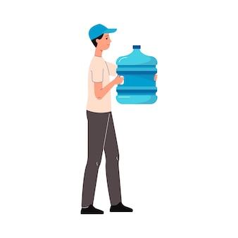 Trabalhador de entrega de água segurando uma garrafa azul - homem dos desenhos animados carregando um recipiente de líquido de tamanho de galão e sorrindo da vista lateral, isolada no fundo branco.