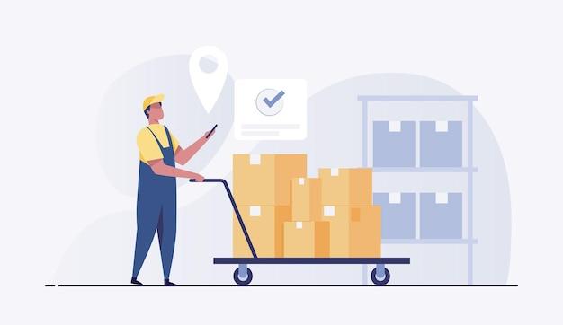 Trabalhador do armazém com um carrinho com uma carga com um telefone na mão, em um armazém.