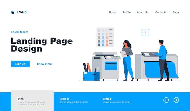 Trabalhadores da casa de impressão usando computadores e operando grandes impressoras comerciais para a impressão de banners e pôsteres. ilustração