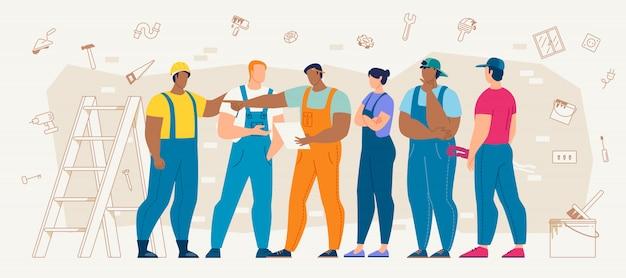 Trabalhadores da construção civil que discutem o plano de trabalho