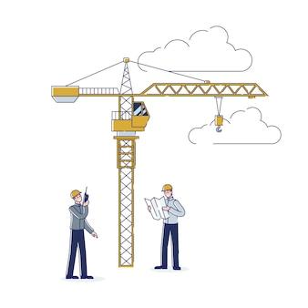 Trabalhadores da construção civil trabalhando juntos, engenheiro e empreiteiro