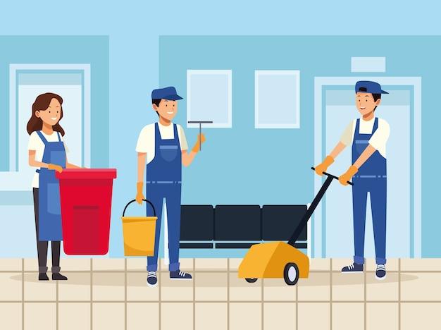 Trabalhadores da equipe de limpeza com ferramentas