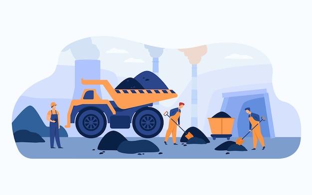 Trabalhadores da mina de carvão de macacão cavando pilhas de carvão com pás perto de carrinhos, caminhões e fumegantes de tubos. ilustração vetorial para extração de minerais, mineração, conceito de mineiros.