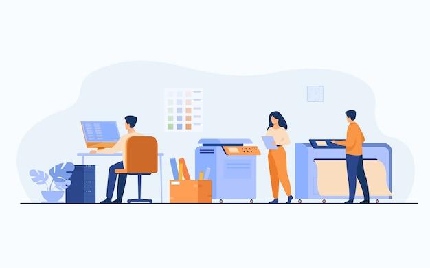 Trabalhadores de casa de impressão usando computadores e operando grandes impressoras comerciais para a impressão de banners e pôsteres. ilustração vetorial para agência de publicidade, indústria gráfica, conceito de design de publicidade