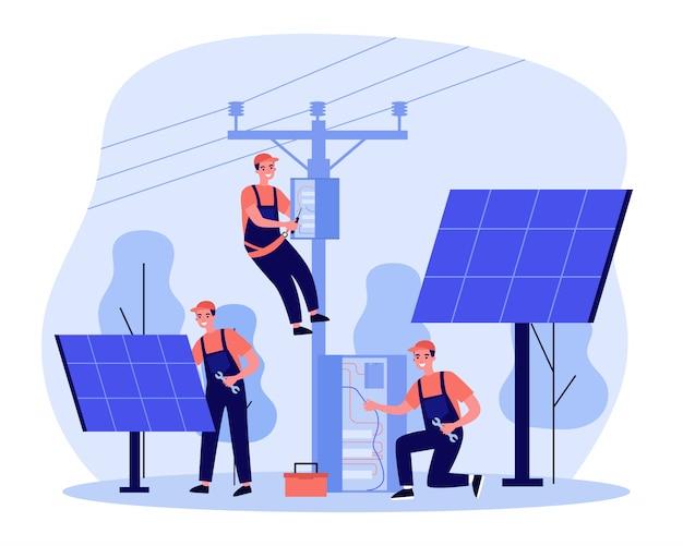 Trabalhadores de energia fazendo manutenção em usina solar