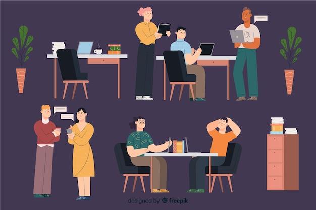 Trabalhadores escritório, sentando, em, escrivaninha, pacote