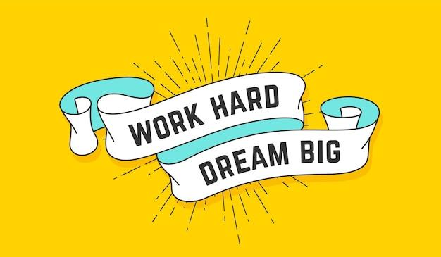 Trabalhe duro sonhe grande. fita vintage com texto work hard dream big.