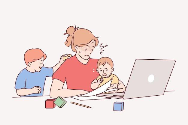 Trabalho distante durante o conceito de licença maternidade.