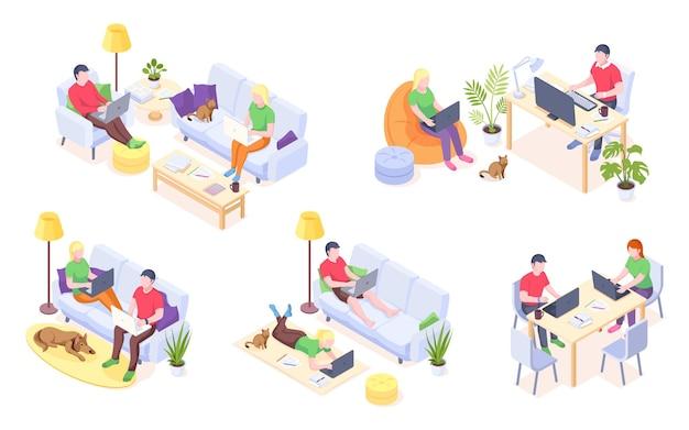 Trabalho em casa, casal freelancers, trabalho on-line e escritório em casa, vetor ícones isométricos homem e mulher