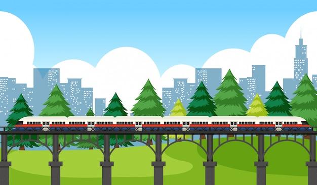 Trem atravessando a cidade