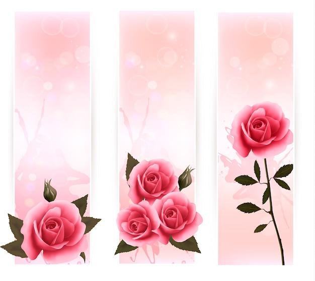 Três banners com rosas cor de rosa.