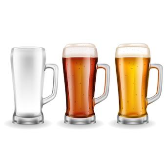 Três canecas de cerveja de vidro transparente