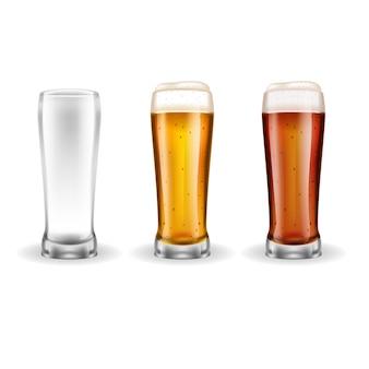 Três copos transparentes de cerveja