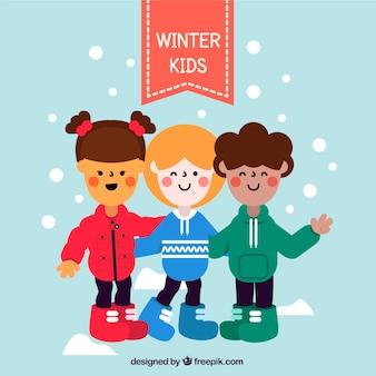 Três crianças em camisolas vermelhas, azuis e verdes