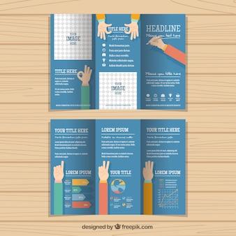 Três dobras de negócio considerável com as mãos