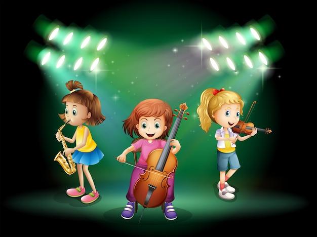 Três garotas tocando instrumentos musicais no palco