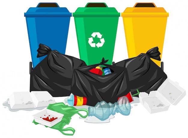 Três latas de lixo e sacos de lixo