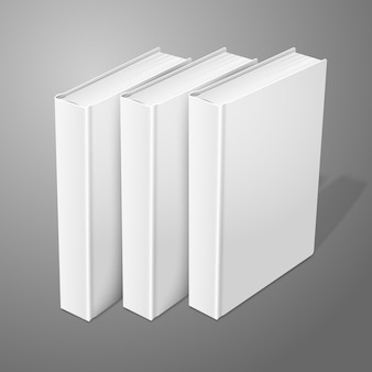 Três livros de capa dura em branco e realistas isolados no fundo para design e branding