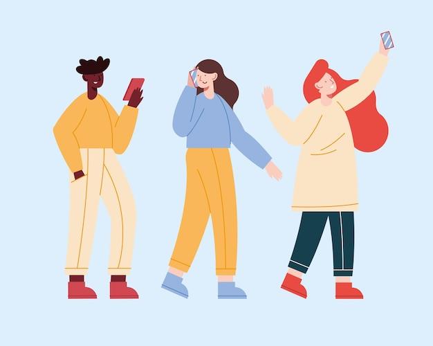 Três pessoas usando dispositivos móveis
