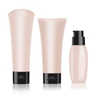 Três recipientes de cosméticos em branco. creme de fundação