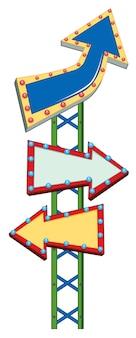 Três sinais de seta no poste verde