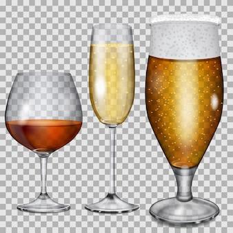 Três taças de vidro transparente com conhaque, champanhe e cerveja