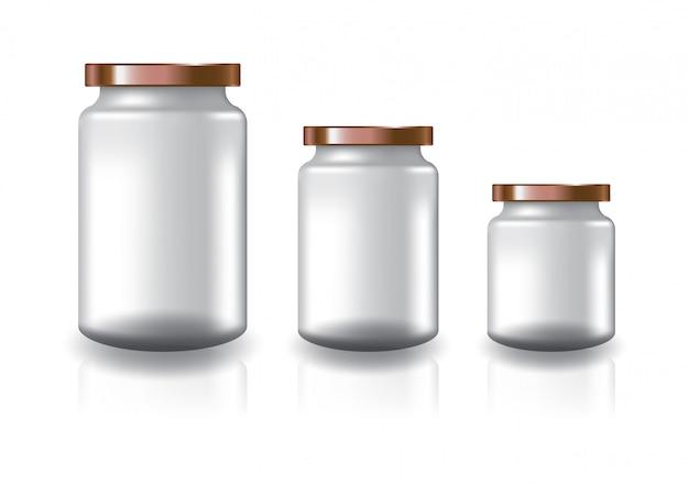 Três tamanhos de frasco redondo claro em branco com tampa plana de cobre.