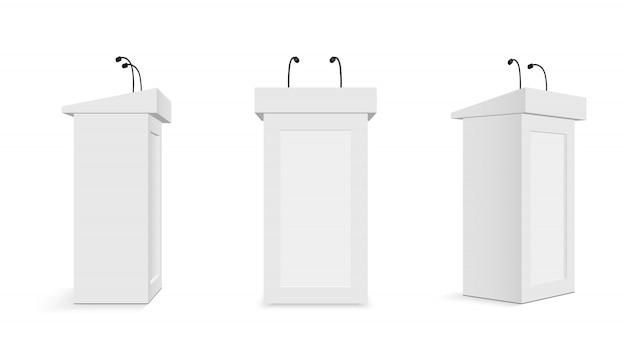 Tribuna do pódio com microfones, suportes de tribuna.