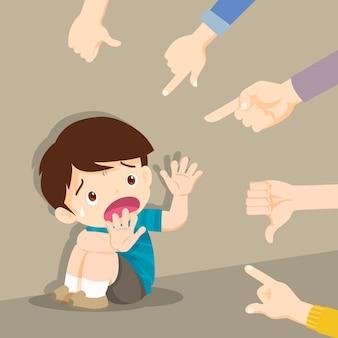 Triste menino sentado no chão, rodeado de apontar as mãos zombando dele