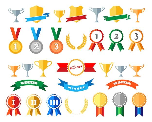 Troféu e prêmios isolados no branco
